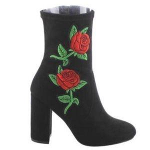 Bentiti new in box brand beautiful rose ankle boot